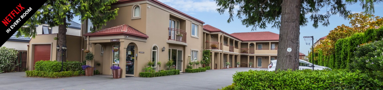 roma motel - drive way
